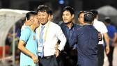 HLV Chung Hae Seong sẽ gặp lại đội bóng cũ ở vòng 2. Ảnh: NGUYỄN NHÂN