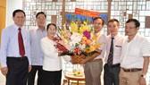 Phó Bí thư Thành ủy Võ Thị Dung thăm và chúc mừng các cơ quan báo chí