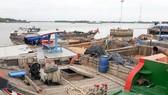 Bắt giữ 3 phương tiện khai thác cát trái phép trên sông Đồng Nai