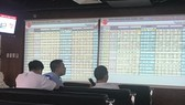 VN-Index declines nearly 1 percent