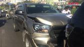 3 xe ô tô va chạm, 2 vợ chồng cùng con nhỏ kêu cứu