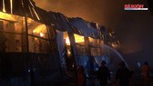 Cháy lúc rạng sáng, nhà xưởng 1500m2 đổ sập