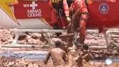Vỡ đập tại Brazil, hàng nghìn m3 bùn và nước đổ xuống khu dân cư