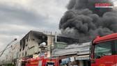 Hỏa hoạn lớn tại KCN ở Bình Dương, 200 chiến sĩ PCCC nỗ lực dập lửa