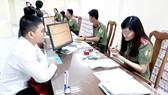 Người dân làm hộ chiếu phổ thông tại Phòng Quản lý xuất nhập cảnh (Công an TPHCM)