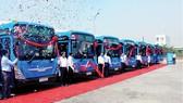 """Xe buýt - """"giải pháp chọn"""" nhằm giảm ùn tắc giao thông"""