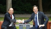 Prime Minister Nguyen Xuan Phuc (L) and his Dutch counterpart Mark Rutte (Source: VNA)
