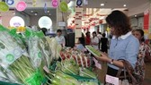 Consumers buy goods for the Tet (Lunar New Year) holiday at a supermarket in HCM City (Photo VNA)