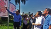 Deputy Prime Minister Trinh Dinh Dung (white shirt) and other officials listen to the introduction of Long Thanh project on April 12 (Photo: VNA)