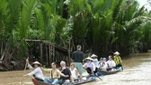 A boat tour in the Mekong Delta (Photo: VNA)