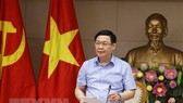 Deputy Prime Minister Vuong Dinh Hue addresses the meeting (Photo: VNA)