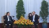 Bí thư Thành ủy TPHCM Nguyễn Thiện Nhân tiếp Chủ tịch Trung ương Mặt trận Lào Xây dựng đất nước