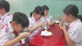 TPHCM: Kiến nghị tăng mức thu tiền ăn bán trú để đảm bảo chất lượng dinh dưỡng cho học sinh