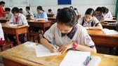 Hơn 80.000 thí sinh TPHCM bước vào môn thi đầu tiên kỳ thi tuyển sinh lớp 10