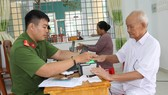 Thực hiện các thủ tục cấp thẻ căn cước công dân cho người dân huyện Cần Giờ
