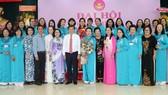 Lãnh đạo TPHCM chúc mừng các nữ trí thức tại Đại hội