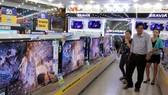 Điện máy mùa Tết: Tivi 4K đại hạ giá