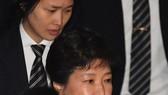 Cựu TT Hàn Quốc thuê 14 luật sư biện hộ