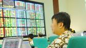Cổ phiếu nhỏ dậy sóng,  VN-Index tăng gần 12 điểm
