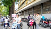 New rates ignored by several parking lots in HCMC