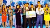 Huỳnh Quốc Anh, Đặng Thị Kiều Trinh đoạt Quả bóng vàng 2012