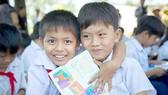 """Mang sách """"Hạt mầm xanh"""" đến học sinh vùng quê nghèo"""