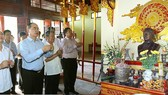 VFF President Nguyen Thien Nhan pays floral tribute to late Party General Secretary