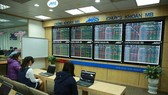 VN shares sag on renewed correction fears