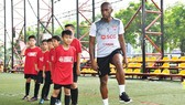 Truyền cảm hứng chuyên nghiệp cho cầu thủ nhí Thái Lan
