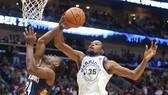 Bóng rổ NBA: Bị dẫn 17 điểm, Warriors vẫn ngược dòng giành chiến thắng
