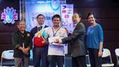 越南棋手阮德和︵白衣︶獲得銅牌。
