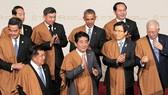 2016年在秘魯舉辦,各國領導身披當地特色的羊駝披肩。