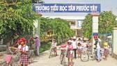 Trường Tiểu học Tân Phước Tây, huyện Tân Trụ, Long An. Ảnh: KIẾN VĂN