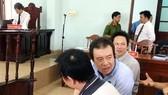 Bị cáo Đoàn Vũ Duy (áo thun xanh) tại phiên phúc thẩm
