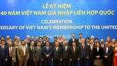 Vietnamese Prime Minister Nguyen Xuan Phuc poses with representative leaders of relevant ministries, departments and agencies and crowded representatives of foreign affairs and organizations of the United Nations