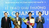Associate Professor Nguyen Sum  (University Quy Nhon) and Professor Phan Thanh Son Nam (Polytechnic University, National University of Ho Chi Minh City) received Ta Quang Buu awards. (Photo: sggp)