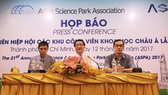 Head of the Saigon Hi-Tech Park Management Board Le Hoai Quoc (centre) at the press conference. (Photo: sggp.org.vn)