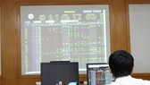 VN-Index drops 43.9 points due to selling pressure
