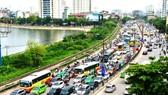 Traffic jams in streets in Hanoi (Photo: SGGP)