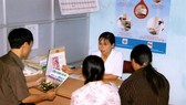 HIV/AIDS patients in Ninh Binh province receive consultations from a doctor (Photo: VNA)