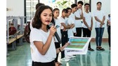 """Vo Tuong An instructs student in the program """" Developing young leaders"""" (Photo: SGGP)"""