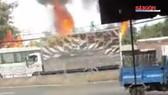 Xe tải chở hộp quẹt cháy ngùn ngụt trên quốc lộ 1