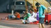 HLV Nguyễn Minh Phương buồn bã sau thất bại của Long An.