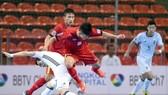 Nỗ lực bất thành của các cầu thủ Việt Nam. Ảnh: QUANG THẮNG