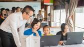 Ông Vũ Minh Trí, Tổng Giám đốc Microsoft Việt Nam tham dự khởi động dự án Con đường mơ ước