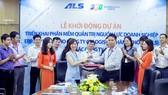 Đại diện FPT IS và ALS  ký bản kế hoạch triển khai dự án