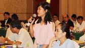 Đại diện một doanh nghiệp hỏi về chính sách ưu đãi đầu tư tại Lào. Ảnh: Chí Kan