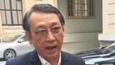 Ông Huỳnh Tấn Vinh (Chủ tịch Hiệp hội Du lịch Đà Nẵng) chia sẻ với báo chí bên ngoài buổi tọa đàm về Sơn Trà