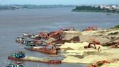 Đe dọa hệ sinh thái, gây sạt lở ven sông