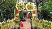 Cổng hoa đám cưới bằng lá dừa.